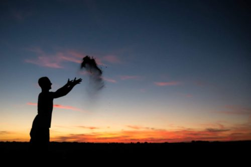 5 Important Things to Consider When Scattering a Loved One's Ashes